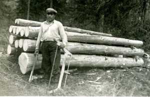 Finnish_lumberjack_in_1944