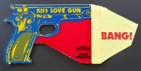 KISS LOve Gun toy open